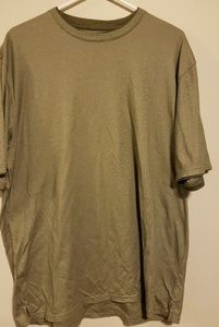 Mens van heusen short sleeve shirt size large.